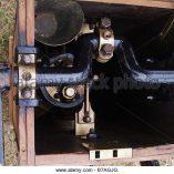 pump-air-line-diver-old-antique-diving-kit-wooden-exhibition-river-b7agjg